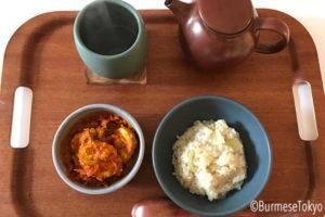 卵カレーとココナッツライス