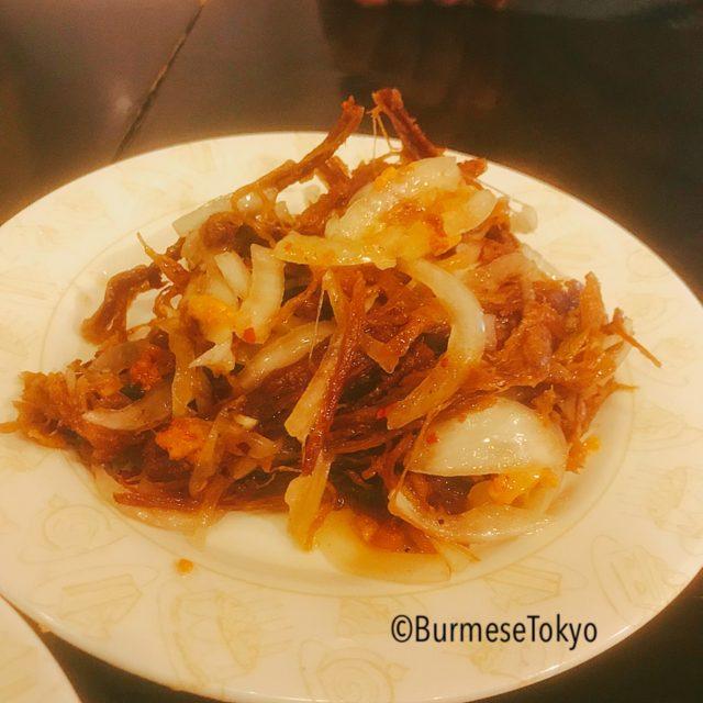 さくらミャンマーのヤギ干し肉のサラダ