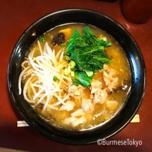 ババミャンマーヌードル の鳥あんかけ麺(700円)
