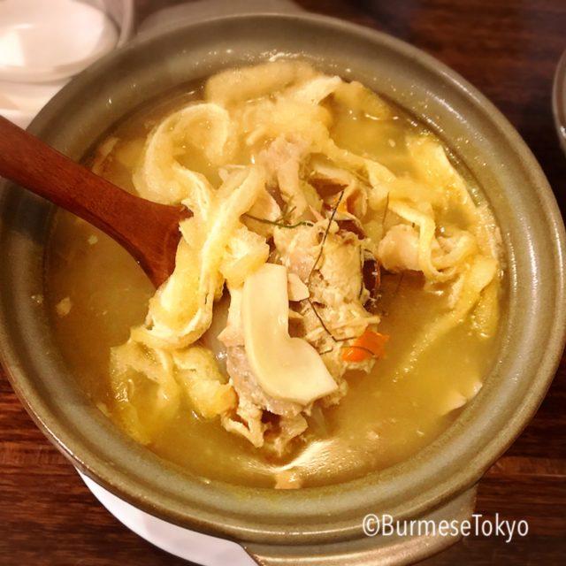 ヤマニャのチェッタースッピョ(モン族の鶏肉スープ)850円
