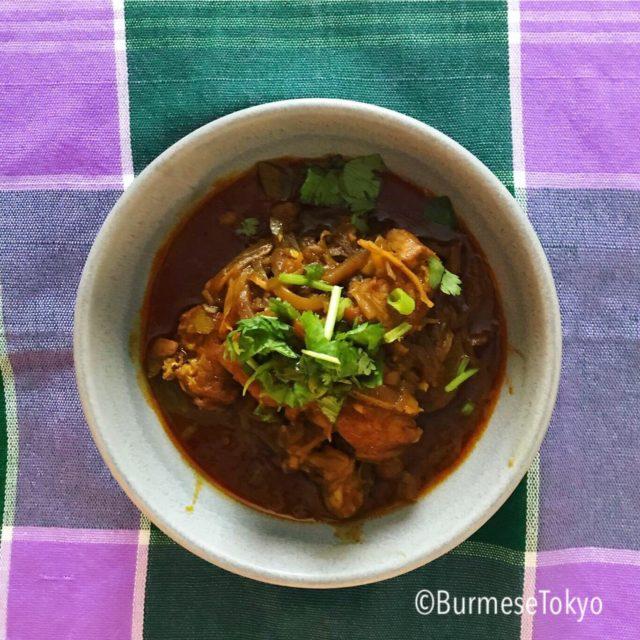 ミャンマー発酵マンゴー(タヤチン)を使った豚カレー