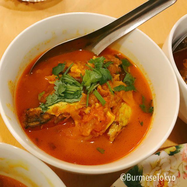 アジアレストランのカチン魚カレー