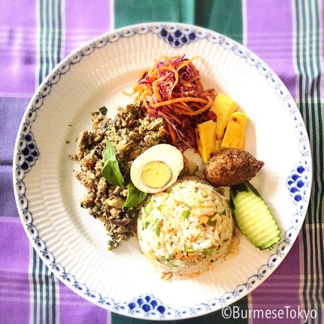 カチンハーブご飯(Shat Jam)とカチンビーフサラダ
