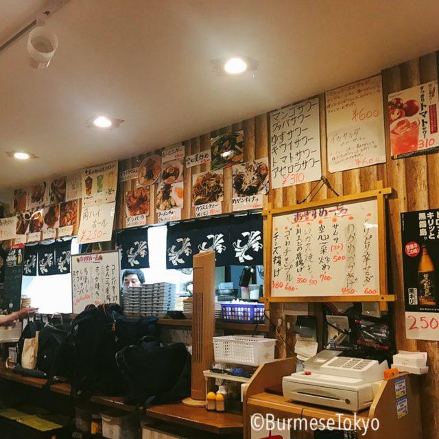 大井町まるびの店内(メニュー札に馴染みのミャンマー料理が)