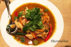 ベイ料理:鶏とガピの炒め物