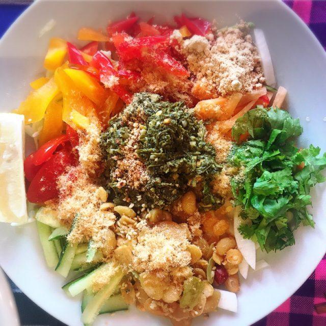 日本茶葉で作ったサラダ(ティーリーフサラダ )