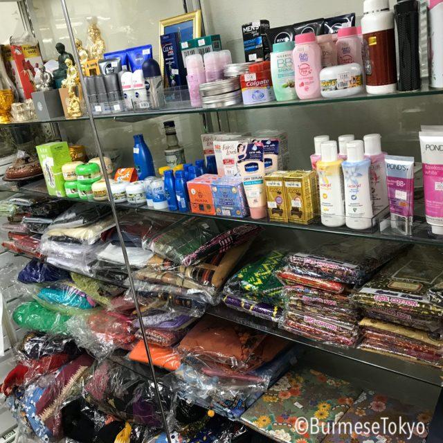 Tresure myanmerの店内。ミャンマー生活雑貨が豊富