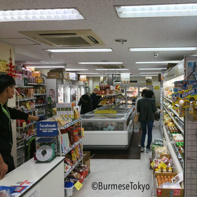 新大久保:日光アジア物産の店内