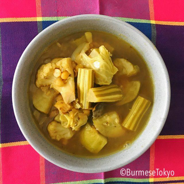 ミャンマーのドラムスティックフルーツのスープ