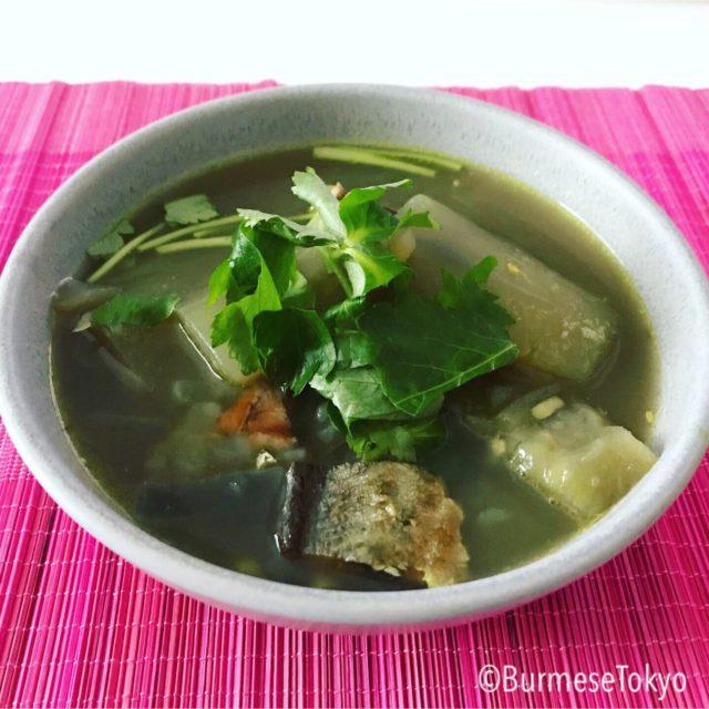 ミャンマー料理干魚と夕顔のスープ