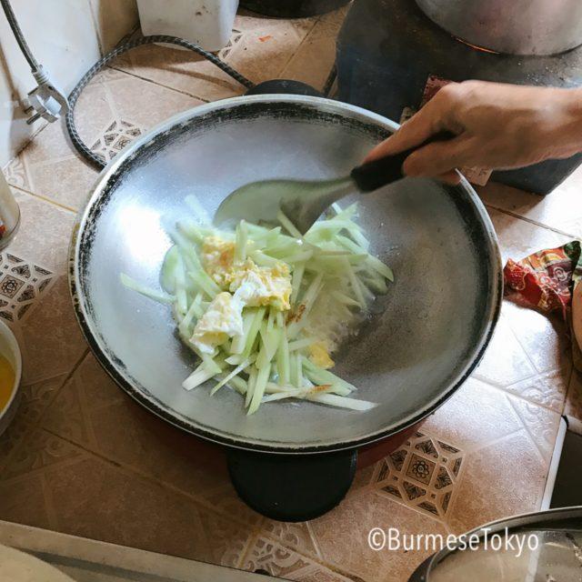 ヤンゴンのご家庭で食べたハヤトウリの炒め物