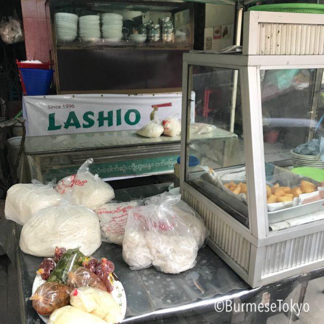 LASHIOでは麺や惣菜も売っている