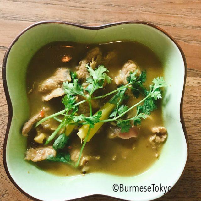 モン族料理「Jana Mon」のチキンカレー