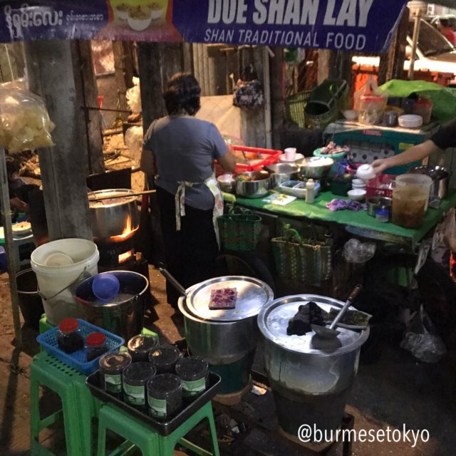 ヤンゴンのシャンヌードル屋台「ドーシャンレー」