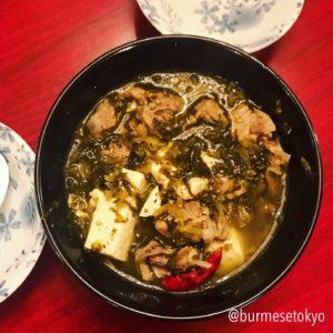 希望の星のミャンマー料理メニュー。豚と高菜の煮込み