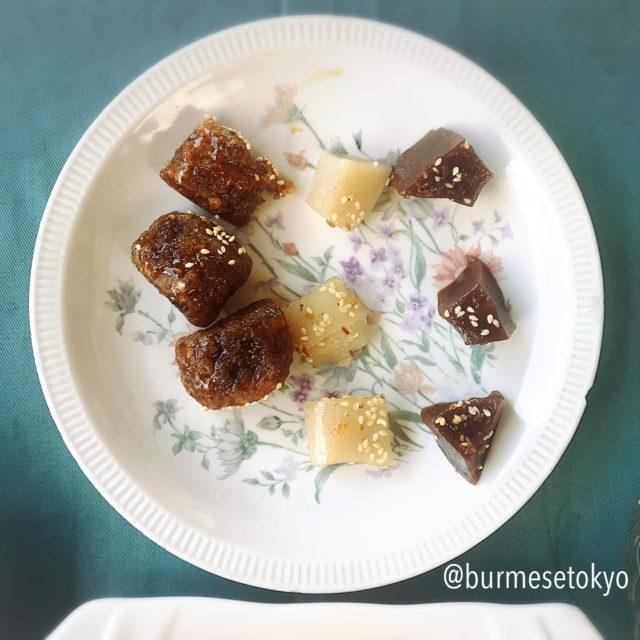 ミャンマーの砂糖ともち米を使ったお菓子。美味しい。