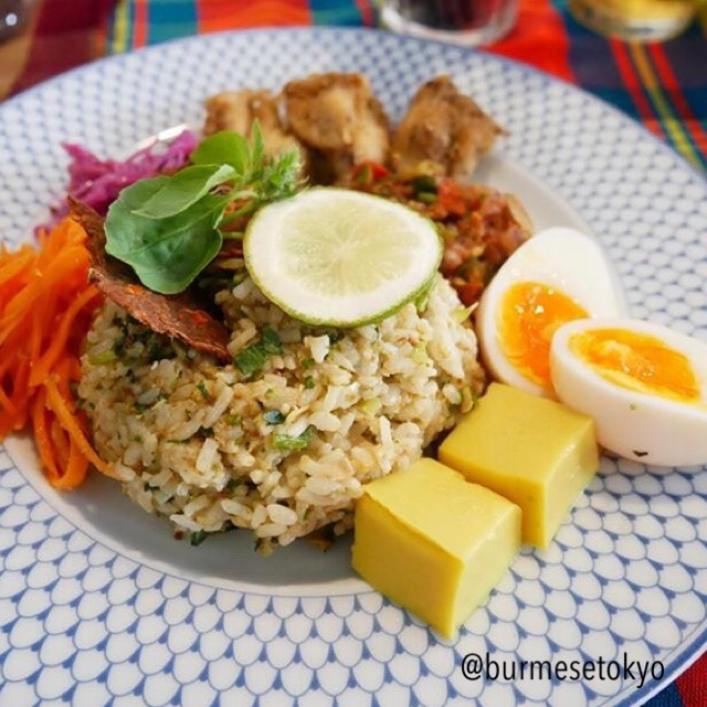 ミャンマーダヌー族納豆ライスサラダプレート