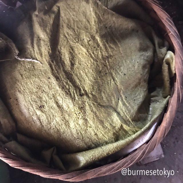 ミャンマーの納豆作り(ふた晩発酵させます)