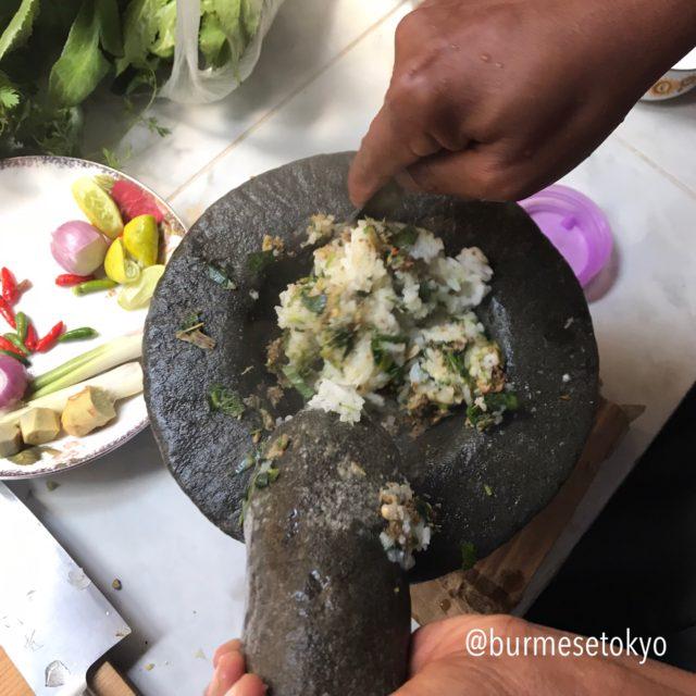ダヌー族料理のご飯