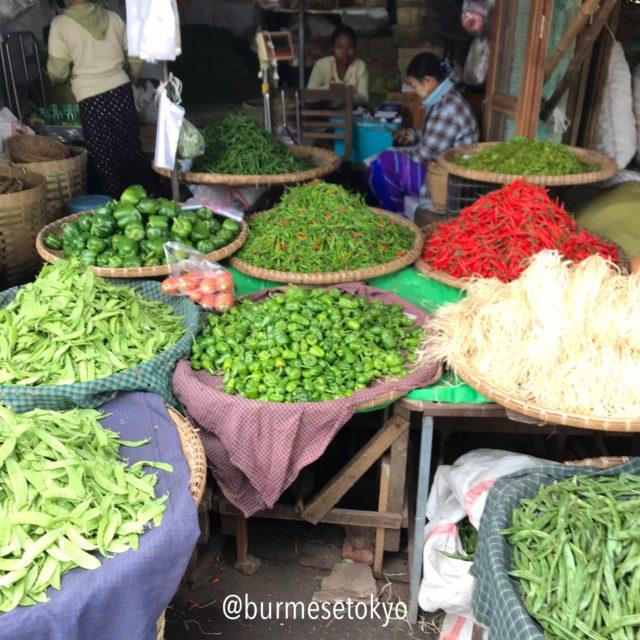 マンダレーのゼージョー市場の野菜売り場