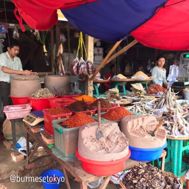 ミャンマー の市場でみたガピ(Ngapi)