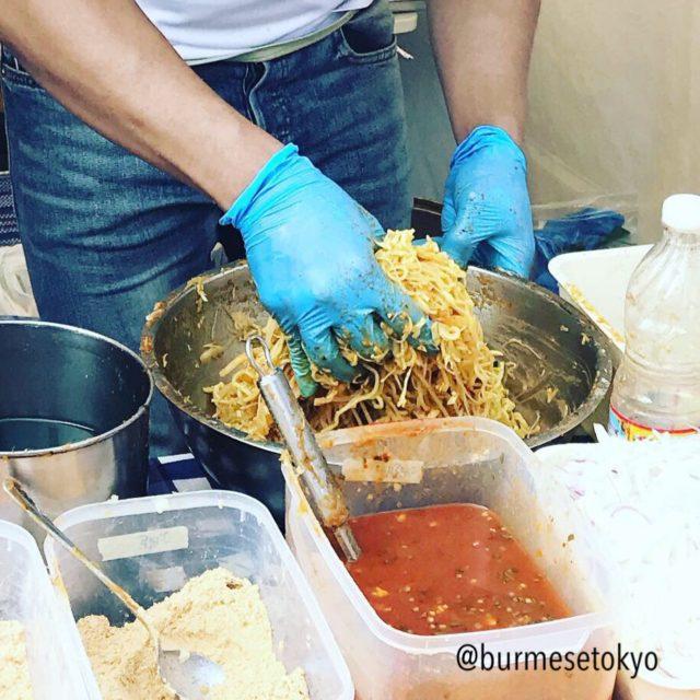 ビルマ料理調理名:和える(トウッ・トウ)