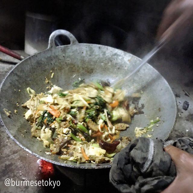 ビルマ料理調理名:炒める(Kyaw)