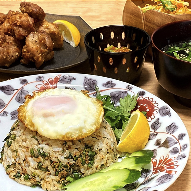 ラペ子のミャンマー料理教室生徒出来上がり写真(シャン納豆&ハーブ料理)