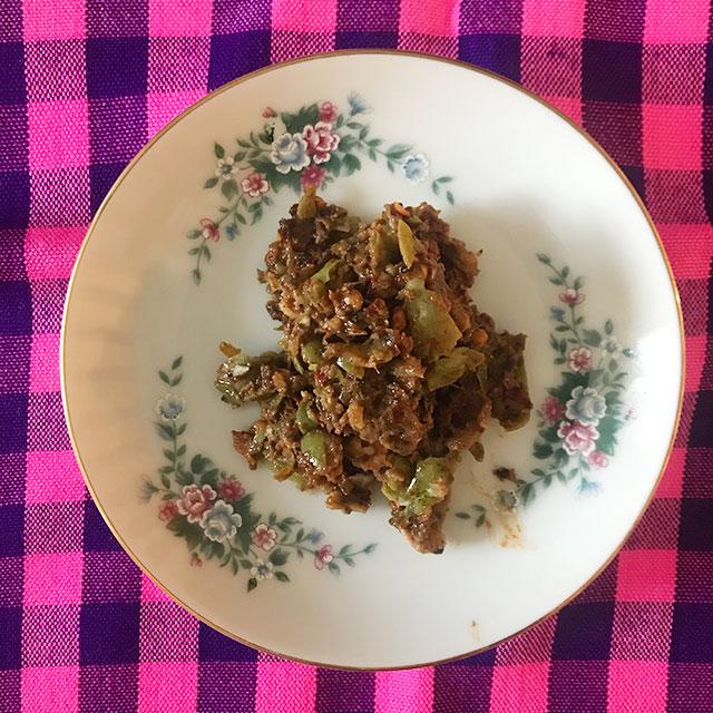 ミャンマー果物:マヤンディで作った激辛ペースト