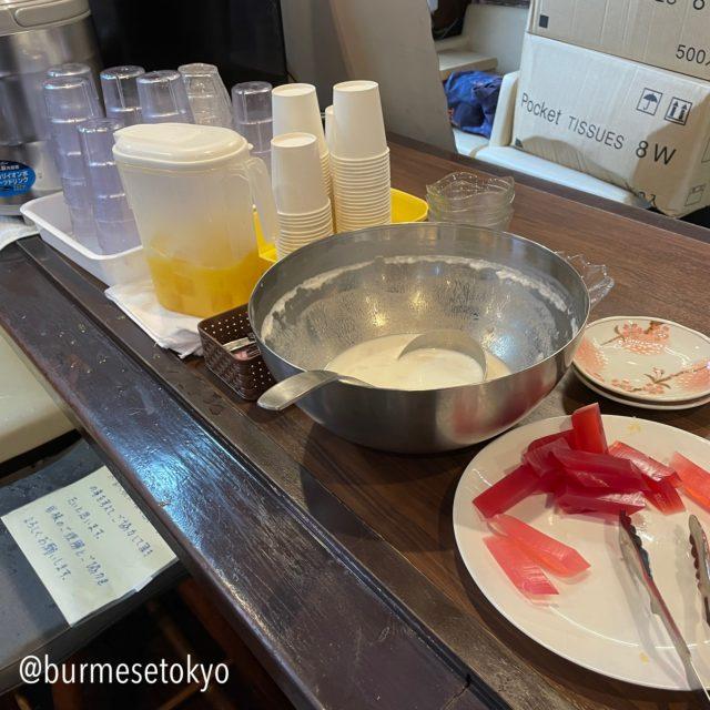 ミャンマー料理店 spring revolution スプリングレボリューションのデザートビュッフェ