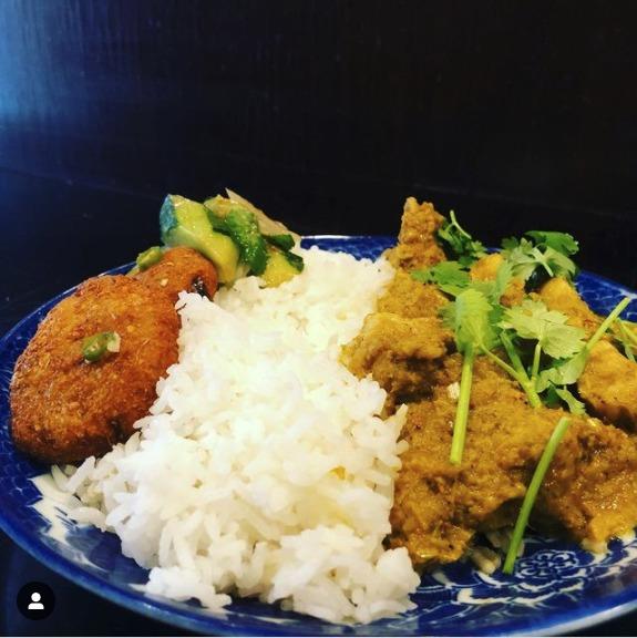 バーミーズ東京料理教室ご参加者のお写真(カレンポークカレー)